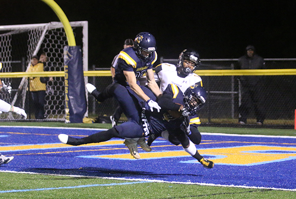 Abbi Bamgbose converted both a touchdown and two-point conversion in overtime as UMass Dartmouth stunned Framingham State on Saturday, 35-34 (OT). (Photo Credit: UMass Dartmouth Athletics)